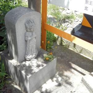 池ノ上駅前踏切の馬頭観音(世田谷区北沢)
