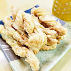 中国伝統的なお菓子『酥皮麻花』☆