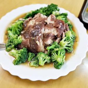 ブロッコリーと豚頭の蒸し料理(^_-)-☆