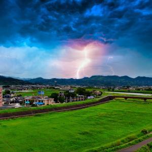 『嵐が来る前の驚異の空』⚡