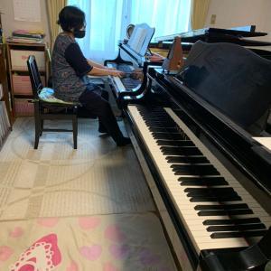 大人の生徒さん、ピアノ弾き比べ