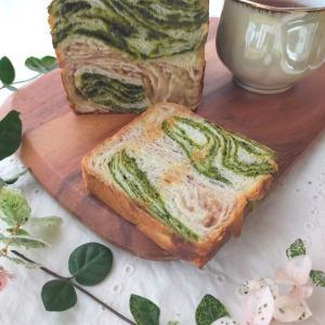 いちごミルクと抹茶のマーブル食パン