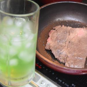 金曜夜、お肉で呑んでますヨ~