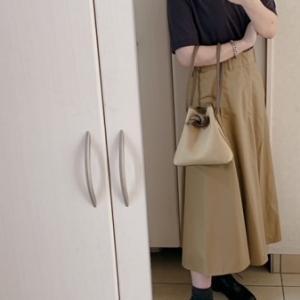 【ユニクロコーデ】 フワッとスカートの新色が気になる~