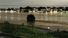 増水した多摩川をスマホ片手に見に来る人たちが急増 国交省「絶対やめて」
