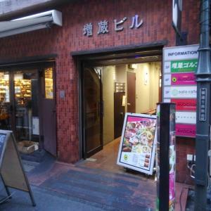 サロカフェ と 世界堂 (新宿三丁目)
