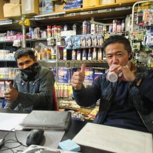 ベトナムから来てがんばってる 21歳青年と現場からの帰りにピクシスを引き取りに登場は小田社長!