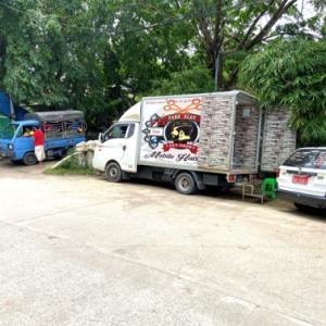 ついにヤンゴンにこんな移動式○○が登場!