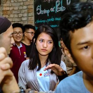 英検3級レベルでヤンゴンのバーにいるパツキン美女を落とせるのか?