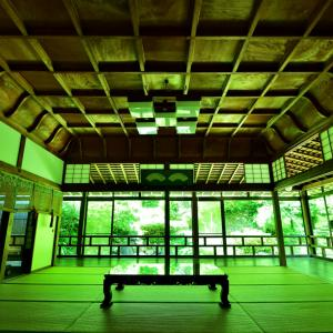 新緑シーズン限定  北陸の瑠璃光院と称される和倉温泉にある青林寺の御便殿(ごべんでん)