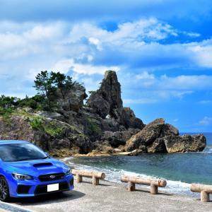 夕焼け撮影スポットとして知られる曽々木海岸のシンボル「窓岩(まどいわ)」
