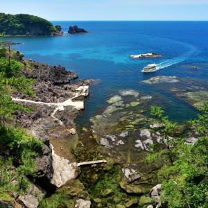 昔見たあのあの懐かしい沖縄のエメラルドグリーンのちゅら海を思い出させてくれた真夏の能登金剛(のとこんごう)・巌門(がんもん)の大海原