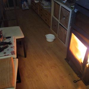 寒い、もうストーブをつけようか。。。?