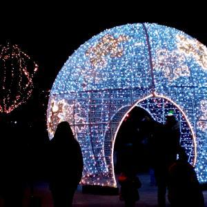今年初のクリスマスイルミネーション 長い週末の始まり
