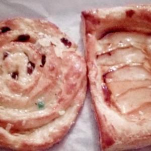 今日の朝食は菓子パン