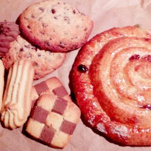 朝食に久々のパン。