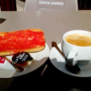 感激!久々のトマトトーストとスペイン人の優しさ。