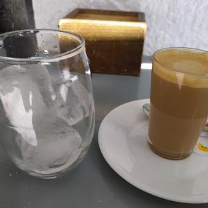 今回は成功 café con leche con hielo