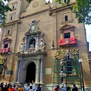 ヴィルヘンへ花束をLa ofrenda a la Virgen de las Angustias
