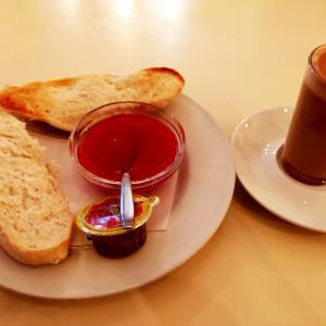 美味しいパンみっけた。グラナダっぽいお洒落なカフェ。