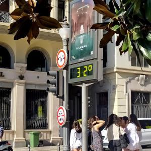 まだ気温が30℃越えなのに、もうクリスマスの準備?!