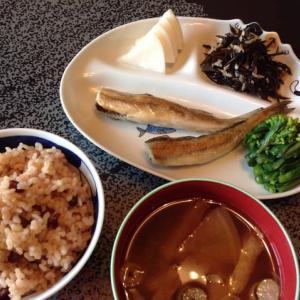 コマイとヒジキ酢と玄米