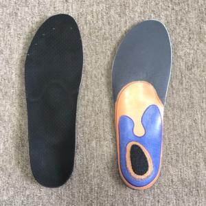 登山靴にオーダーメイドのインソールを作製