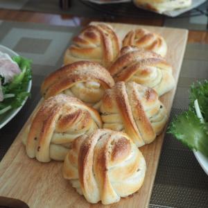 今日も全粒粉のスリム食パン&カルダモンロールのレッスン