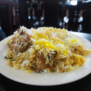 パキスタン料理からのマンゴーパフェ