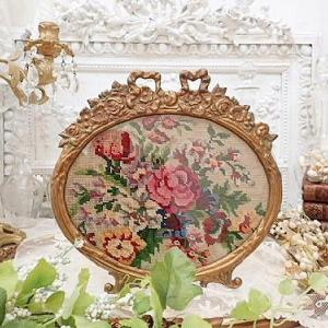 ★☆ 薔薇刺繍入り リボンと薔薇ガーランド装飾 ブロンズフレームスタン ★☆