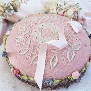 ★☆ 甘美 薔薇の刺繍とロココリボン装飾のカルトナージュ ★☆