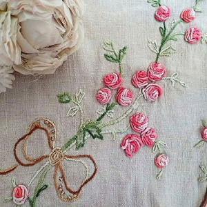 ★☆ 薔薇とリボン刺繍 テーブルセンタークロス ★☆