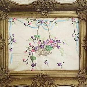 ★☆ スミレの花かごとリボンのシルク刺繍 ★☆