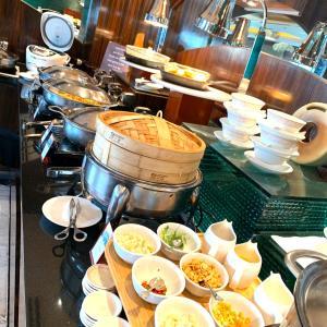 ホテルの朝食、ビジネスミーティング、グリーンベルトでランチ