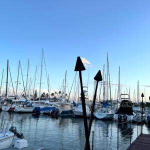 花金に4カップルでワイワイ・ディナー@Waikiki Yacht Club