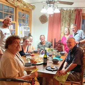 従兄弟のお宅に招かれファミリーと集合ディナー