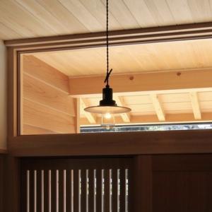 玄関の白熱灯の照明