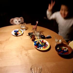 家族の団欒 丸いテーブル。