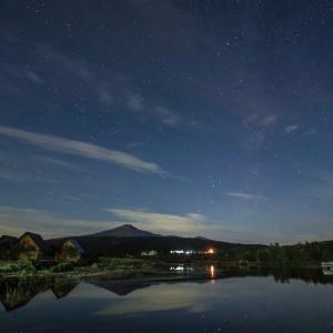 鳥海山のある風景(月明かりの花立)
