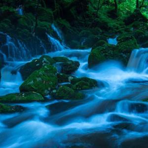 雨の元滝伏流水