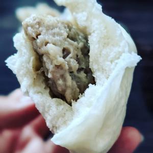 [蓬莱の肉まんは蒸籠で]美味しすぎて早起きの朝