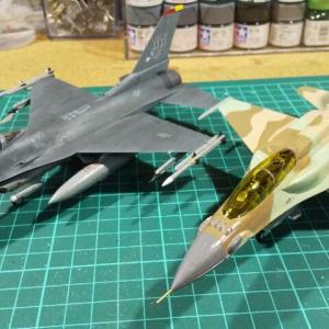 ハセガワ 1/72 イスラエル空軍F-16I 塗装開始