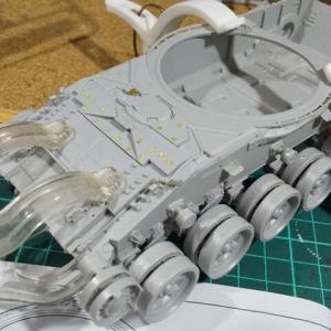 トランペッター 1/35 ロシア T-90 MBT 車体を組む