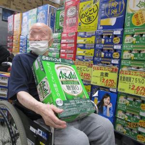 ビールとおつまみを買い出しに・・・。