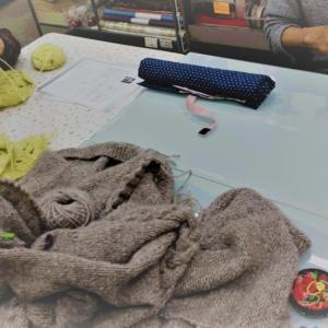 先日の編み物教室の様子です。♯編み物♯かぎ針あみ♯棒針編み♯手編みベスト♯ニット帽子♯編み物教室♯弁天通り♯弁天手芸店♯前橋