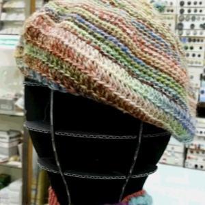編み物教室生徒さんの作品です。1玉帽子を編まれました。♯パピー♯レッチェ♯ニット帽♯ベレー帽♯1玉編み♯編み物♯かぎ針あみ♯編み物教室♯弁天通り♯弁天手芸店♯前橋