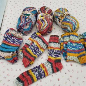OPAL糸で片方の靴下を編みました。♯編み物♯手編み靴下♯OPAL♯毛糸♯棒針♯かぎ針♯編み物教室♯弁天手芸店♯弁天通り♯前橋