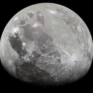 衛星ガニメデカラー画像