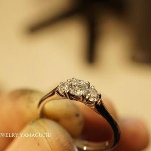 【ブライダル】スリーストーンの婚約指輪