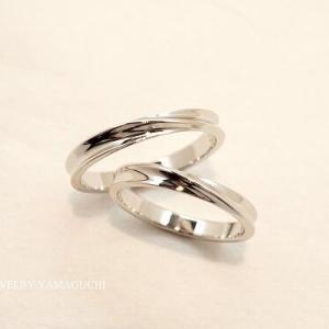 【②】ねじれ風のストレート結婚指輪